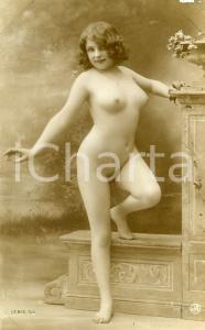 1910 ca VINTAGE French EROTIC Nude model Fernande posing - Postcard FP