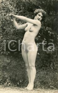 1910 ca VINTAGE EROTIC Nude woman posing in a garden - Postcard risque