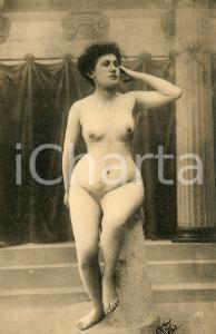 1910 ca VINTAGE EROTIC Nude woman on a pedestal - Postcard risque FP