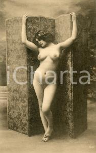 1910 ca VINTAGE EROTIC Full nude woman with a screen - Postcard risque