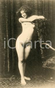 1910 ca VINTAGE EROTIC Nude young woman behind a chair  - Postcard risque