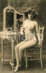 1910 ca VINTAGE EROTIC BOUDOIR Nude woman at her dressing table - Postcard