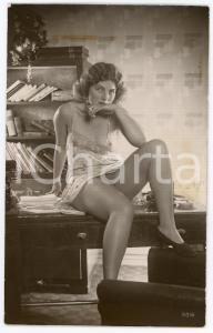 1945ca VINTAGE EROTIC Nude secretary smokes a cigarette - Postcard risque