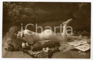 1910 ca VINTAGE EROTIC Nude woman on a tiger skin carpet - Postcard risque BV 8
