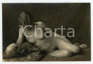 1920 VINTAGE EROTIC Naked girl with skull - Postcard risque