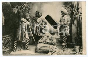 1910 ca INDIA - FAKIR Contortionist in a wicker basket - Vintage Postcard FP NV
