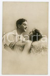 1910 ca COUPLE Romantic lovers in bed - Original postcard lingerie