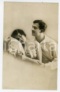 1910 ca COUPLE Romantic Edwardian lovers in bed - Vintage postcard