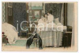 1900 ca VINTAGE EROTIC Newlyweds in their bedroom (8) - Postcard FP