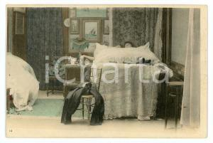 1900 ca CUSTOMS Newlyweds in their bedroom (10) - Vintage Postcard FP