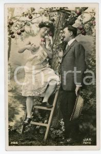 1910 ca VINTAGE EROTIC FRANCE Couple picking apples (2) - Postcard risque