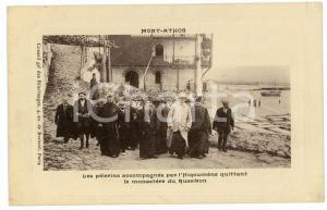 1910 ca MONT ATHOS (GRÈCE) Pèlerins à le monastére du Russikon - Carte postale