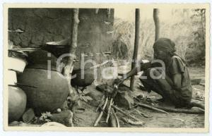 1950 ca CONGO - KOLWEZI Woman preparing the meal - Postcard FP VG