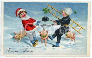 1936 BONNE ANNEE Children playing with lucky pigs - Vintage postcard
