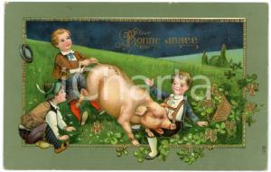 1909 BONNE ANNÉE Children pulling the tail of the lucky pig - Embossed Postcard