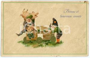 1908 BONNE ET HEUREUSE ANNÉE Gnomes trapping a lucky pig - Embossed Postcard FP