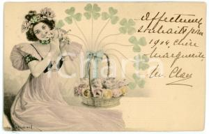 1904 BONNE ANNÉE Woman with a basket full of lucky pigs - Illustrated postcard