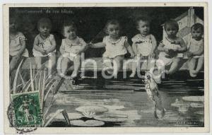 1908 CHILDREN Divertissement de nos bébés - Babies and frog *Postcard CREMIEUX