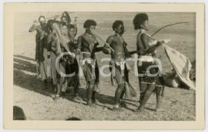 1960 ca CONGO BELGE Danseurs dans un village - Photo ETHNIC TYPES 14x9 cm
