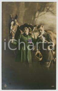 1921 COUPLE Romantic lovers near horse - Flowers - Chromo vintage postcard