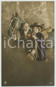 1920 ca COUPLE Romantic lovers near horse - Chromo vintage postcard