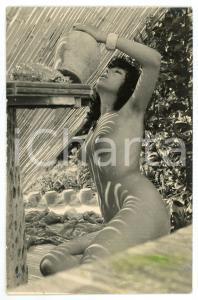 1970 ca VINTAGE EROTIC Nude woman outdoor with a vase - Photo 10x15 cm