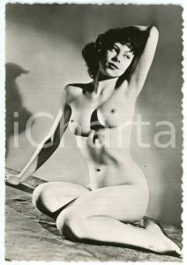 1950 ca VINTAGE EROTIC Young nude woman sitting arm up - Photo risque 10x15 cm