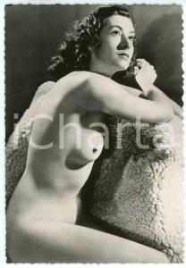 1950 ca VINTAGE EROTIC Young nude woman on a fur blanket - Photo risque 10x15 cm