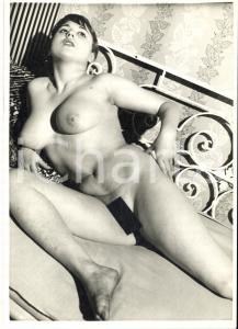 1960 ca VINTAGE EROTIC Nude woman on a bed (7) Photo risque 11x15 cm