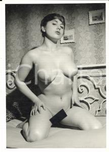 1960 ca VINTAGE EROTIC Nude woman on a bed (4) Photo risque 11x15 cm
