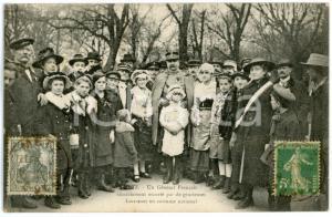1918 METZ Un Général escorté par de gracieuses Lorraines - Carte postale CPA