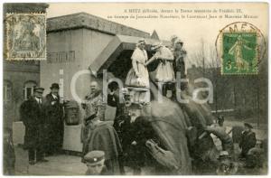 1918 METZ (FRANCE) Statue renversée Frédéric III - Journalistes - Carte postale