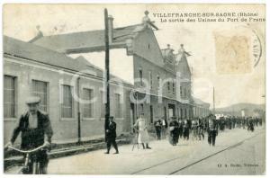 1909 VILLEFRANCHE-SUR-SAONE (RHONE) Sortie des Usines du Port de Frans *Postcard