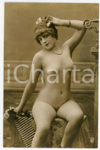 1910 ca VINTAGE EROTIC Nude woman with pearls and flowers *Postcard risque