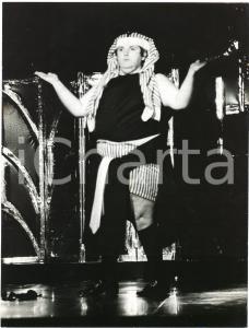 1985 ca BRAZIL - TEATRO - Jo SOARES - Un personaggio - Foto di scena (6)