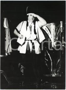 1985 ca BRAZIL - TEATRO - Jo SOARES - Un personaggio - Foto di scena (3)