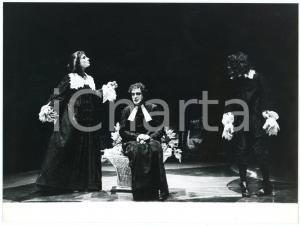 1980 ca ITALIA TEATRO Spettacolo - Foto di scena (2) 24x18 cm