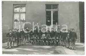 1940 ca BRESCIA Classe elementare maschile in cortile - Foto 17x11 cm
