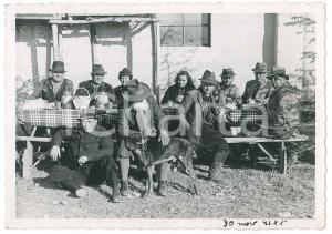 1941 ITALIA - COSTUMI - Una tavolata in campagna - Foto VINTAGE 14x10 cm