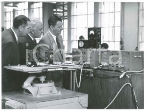 1960 ca LA SPEZIA - Dirigenti con apparecchi FILOTECNICA SALMOIRAGHI (1) Foto