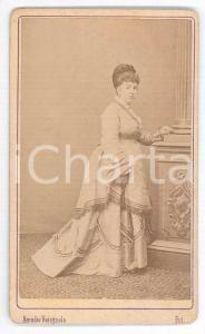 1870 ca CHIOGGIA Donna in abito chiaro - Ritratto - Foto Amadio VARAGNOLO CDV