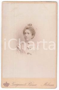 1880 ca MILANO Ritratto di donna con abito a fiocchi *Foto GUIGONI & BOSSI