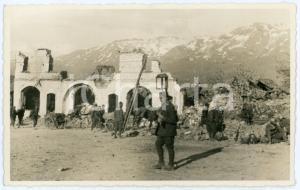 1941 WW2 - ERSEKE (ALBANIA) Soldati tra le macerie del paese - Foto 13x8 cm