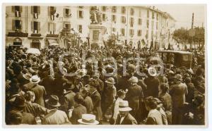 1930 ca LECCO Folla in Piazza Manzoni per la visita pastorale - Fotografia 13x8
