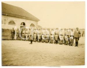 1916 WW1 TORINO Caserma CERNAIA - Gruppo di ufficiali in cortile - Foto 10x8 cm