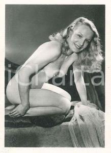 1940 ca EROTICA VINTAGE Nude woman on her knees - Photo VÉRONÈSE 6x9 cm