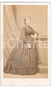 1870 ca. TORINO - Ritratto femminile in abito da giorno - Foto SCHEMBOCHE CDV