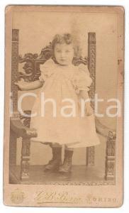 1870 ca. TORINO - Ritratto di bambina in piedi su sedia intarsiata - Foto BERRA