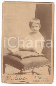 1870 ca. MILANO - Ritratto di bambina con orecchini seduta su sedia Foto NOSEDA
