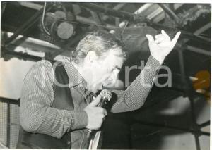 1970 ca CHIAVARI (GE) Festival musicale - Un cantante - Foto VINTAGE 18x12 cm